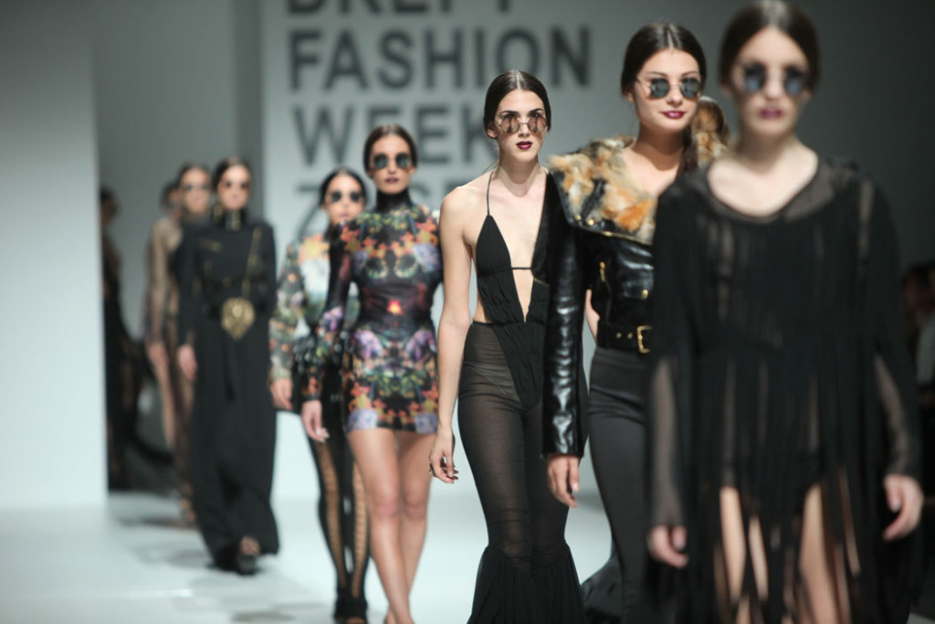 "Fashion Update: France bans ""too-thin"" models"