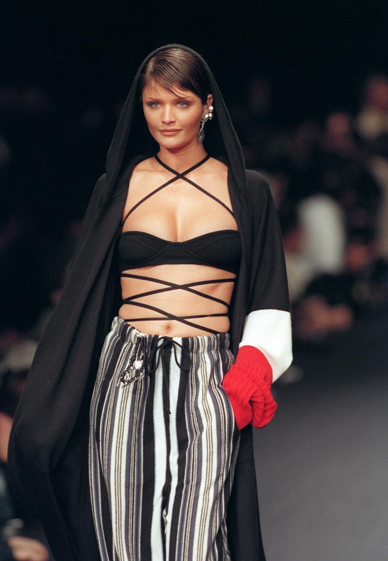 Denmark model Helena Christensen presents an outfit by French designer Sonia Rykiel during ready-to-wear spring-summer 1994 fashion show on October 10, 1993 in Paris. October 10, 1993