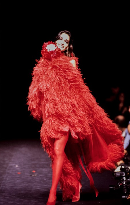 A model walks the runway at the Sonia Rykiel Ready to Wear Fall/Winter 1992-1993 fashion show during the Paris Fashion Week in March, 1992 in Paris, France.  March 01, 1992