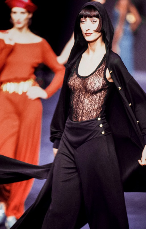 A model walks the runway at the Sonia Rykiel Ready to Wear Spring/Summer 19921993 fashion show during the Paris Fashion Week in October 1992 in Paris... Sonia Rykiel - Runway - Ready To Wear Spring/Summer 1992-1993